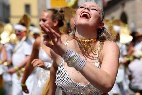 Sambaband Batedeira | Dancers